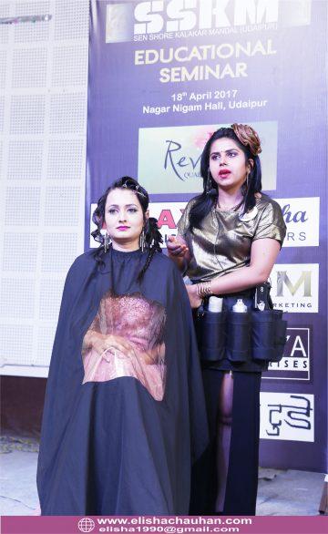 Elisha Chauhan Teaching on Stage in Udaipur Rajasthan (10)