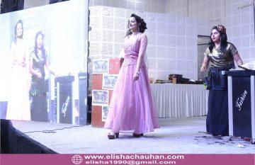 Elisha Chauhan Teaching on Stage in Udaipur Rajasthan (7)