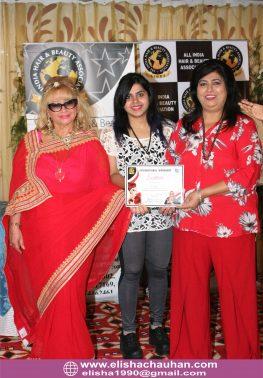 Elisha Chauhan certified in Makeup by World Champion Nanara (2)