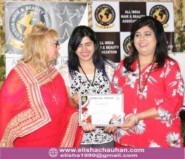 Elisha Chauhan certified in Makeup by World Champion Nanara (3)
