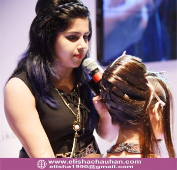 Elisha Chauhan demonstarting hairstyle in stage (1)