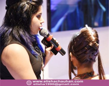 Elisha Chauhan demonstarting hairstyle in stage (2)