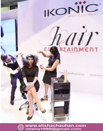 Elisha Chauhan demonstarting hairstyle in stage (4)